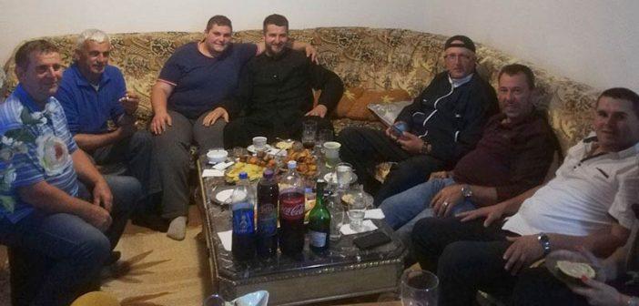 Otac Nikola posjetio za Bajram porodicu učesnika incidenta ispred crkve
