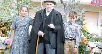 Don Pavle Marvulić sa praunucima