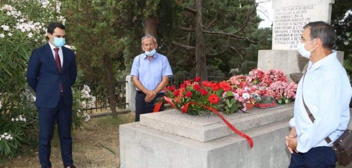 Položeno cvijeće na spomen obilježje na Belvederu